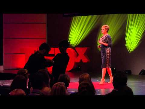 It's ok to look | Kristen Vermilyea | TEDxZurich