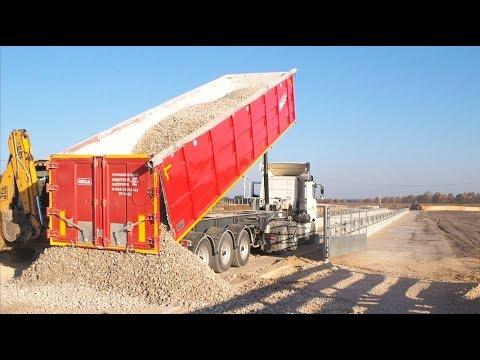 Самосвальный полуприцеп MEGA 40 м3 и Камаз 65206 на строительстве животноводческого комплекса