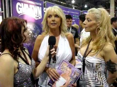 2010 Adult Entertainment Expo AEE/AVN INTERIVIEW a naughty one with Naughty Alysha