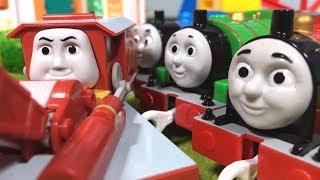 きかんしゃトーマス プラレール じこはおこるさ!橋の線路で事故!?Thomas & Friends Accident will happen