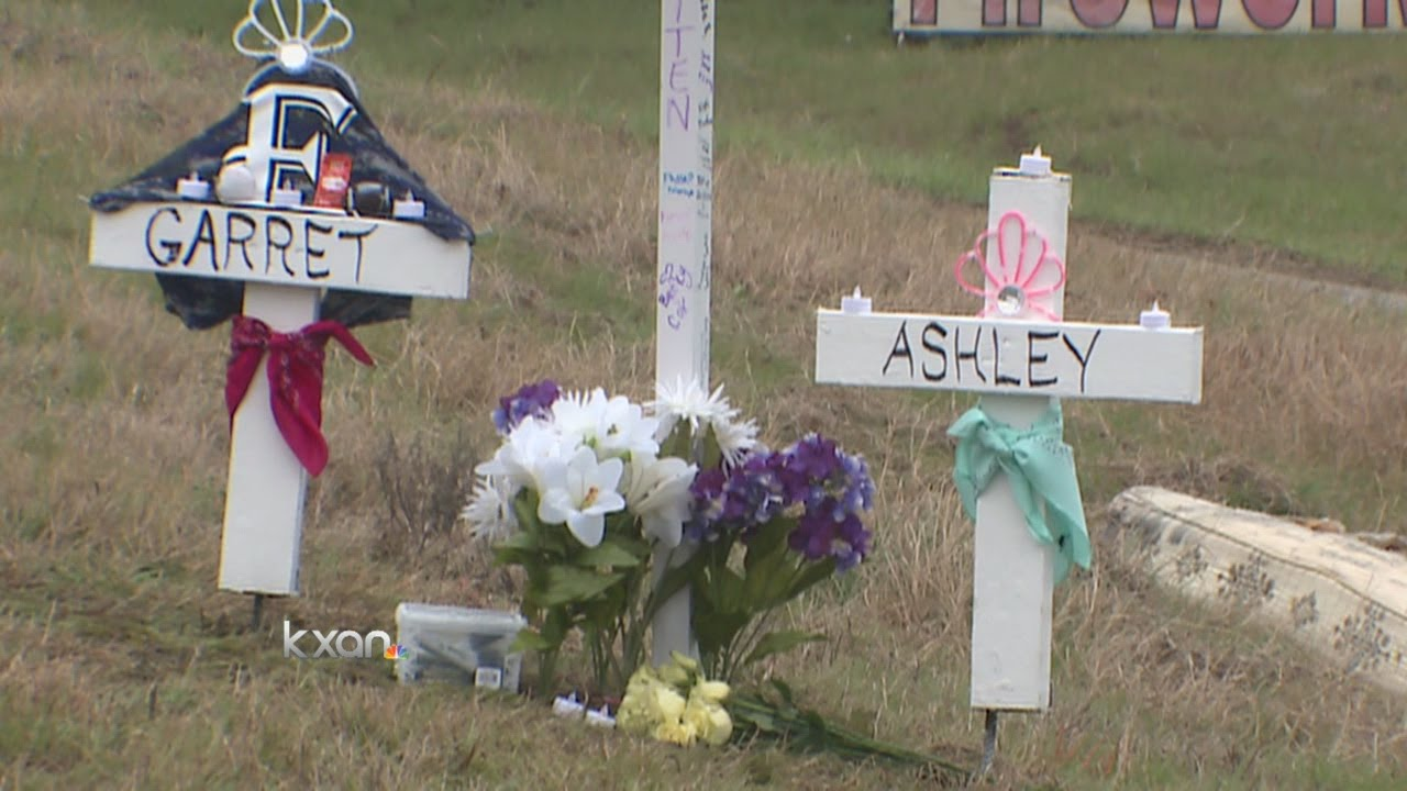 Elgin HS mourning death of two students killed in crash
