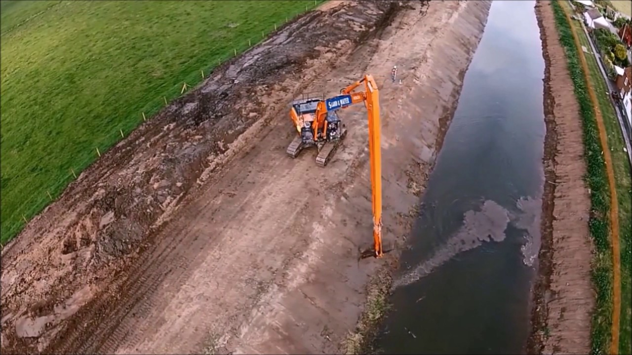 Mechanical Dredging vs  Hydraulic Dredging