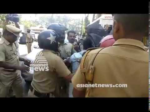 Protesters showed black flag to Kadakampally Surendran at Guruayoor