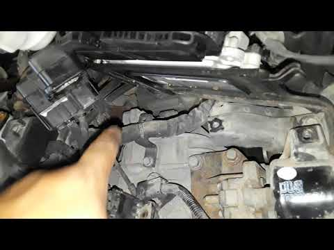 2013 Hyundai Veloster turbo right upper engine mount replacement
