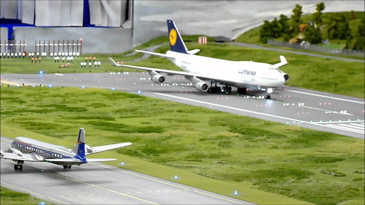 BIGGEST airport in HO scale 1:87 of the world !!!!!!! at  Hamburg, Germany.  30-9-2011