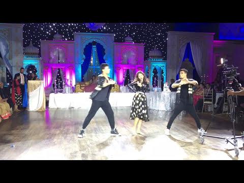 Khaike Paan Banaraswala - Wedding performance