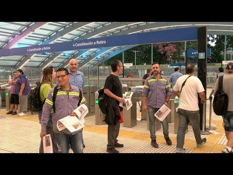 Metrodelegados liberaron molinetes en la estación Constitución