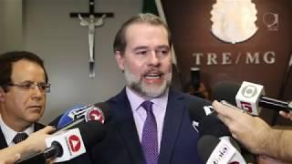 O ministro Dias Toffoli se reuniu com o desembargador Pedro Bernardes, presidente do TRE, e, após o encontro, conversou com jornalistas.