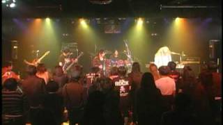 2009/04/25 川崎セルビアンナイトでの初ライブ映像です。夢は筋少の前座...