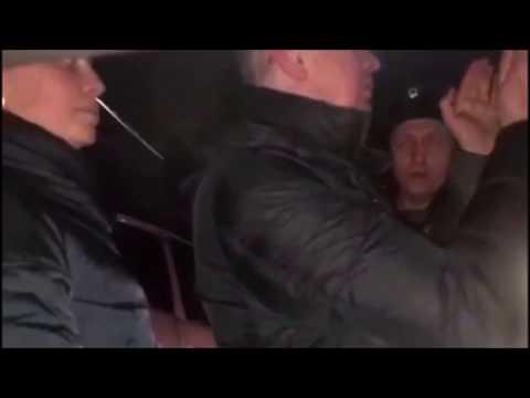 Человек, похожий на Беспалова, скандалит с инспекторами ДПС (Золотаревка)