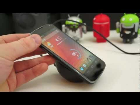 Hands-On with the Nexus 4 Wireless Charger