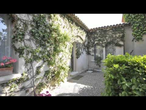 Real-estate video tour in Saint-Tropez / Villa avec vue panoramique sur Saint-Tropez