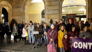 Concentración en la plaza Mayor de Gijón por el asesinato de Lorena Dacuña Fernández