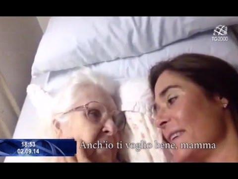 """Una mamma malata di Alzheimer riesce a riconoscere la figlia e a dirle """"ti voglio bene"""""""