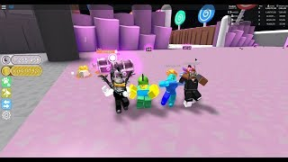 Roblox : playing pet simualtor with friends!