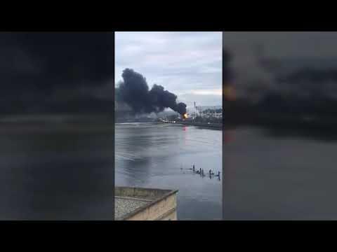 Un incendio afecta a la fábrica de Ence