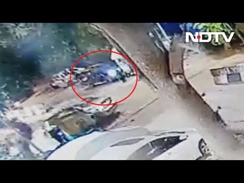 Fashion Designer Rams 3 With Bmw In South Delhi Caught On Video