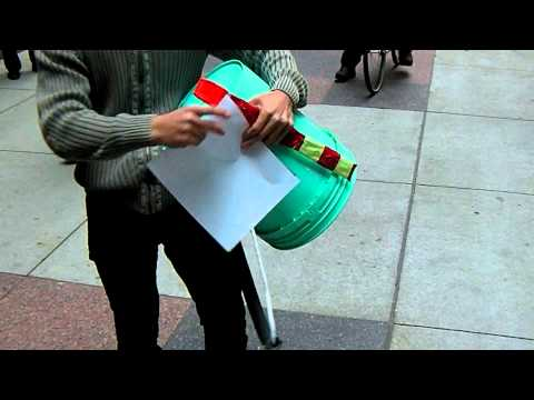 Chicago Board of Trade Drops Leaflets On Occupy Protesters (Raw Clip)