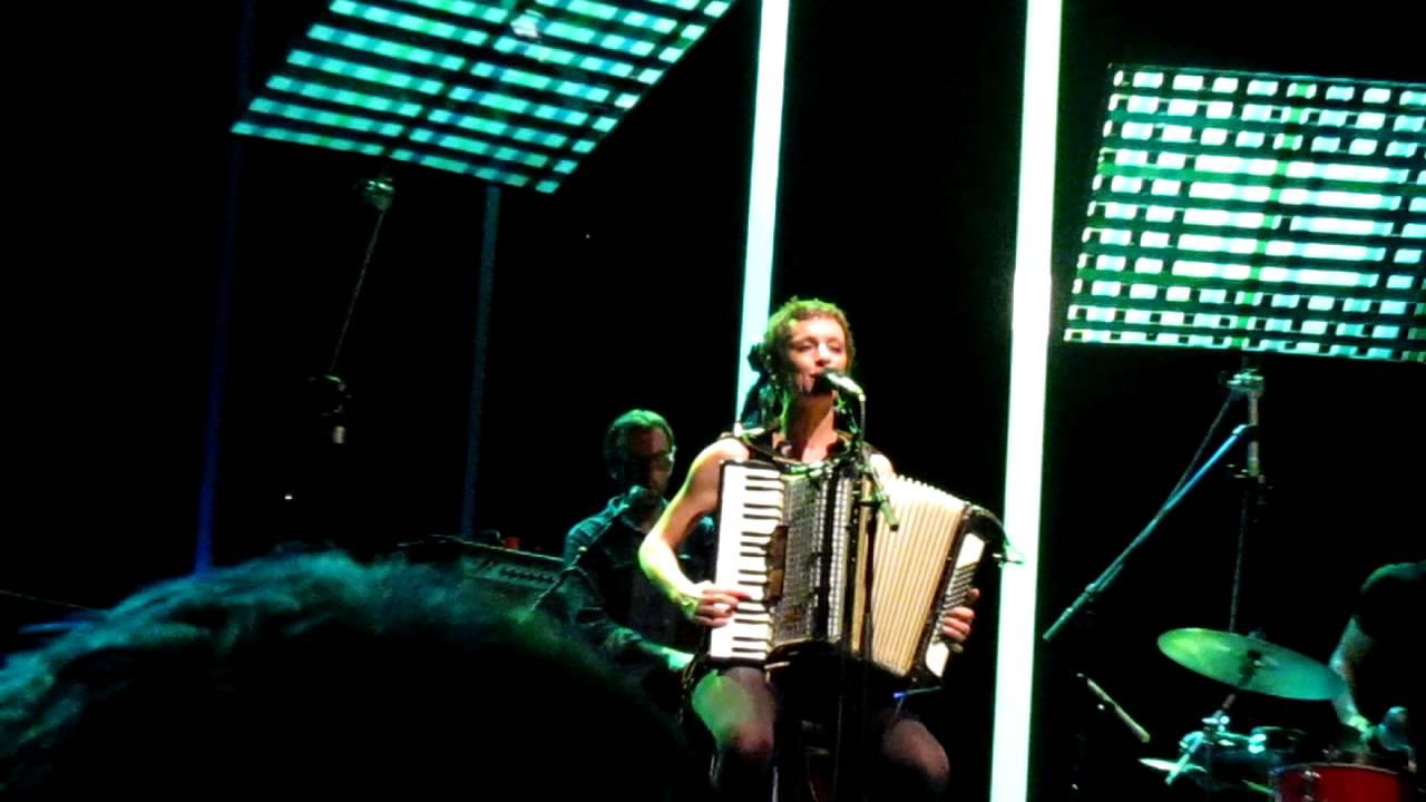 emily-loizeau-ma-maison-rocher-de-palmer-27-nov-2012-francesca-fa
