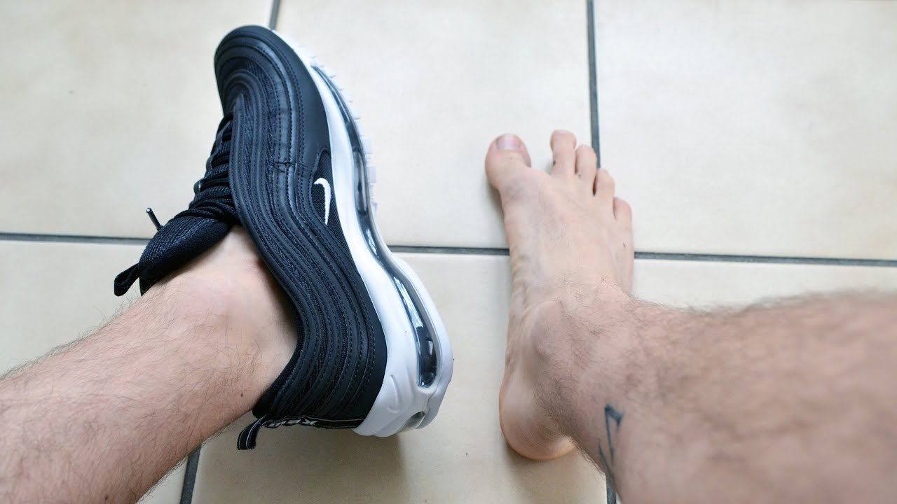 Nike Air Max 97 With Versus Without Socks Youtube