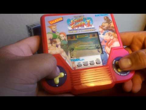 Tiger Electronic - Talking Super Street Fighter II Handheld