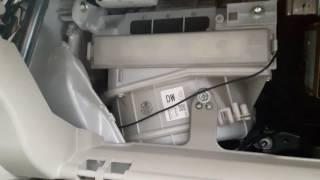 Замена салонного фильтра Toyota Corolla (видео): пошаговая инструкция