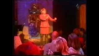 """Jenny Arean zingt: """"De begrafenis van Manke Nelis""""."""