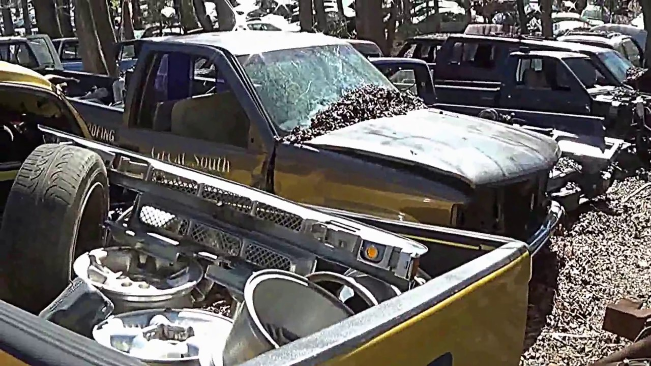 A day at the Junkyard - Hundreds of wrecked cars & trucks - YouTube