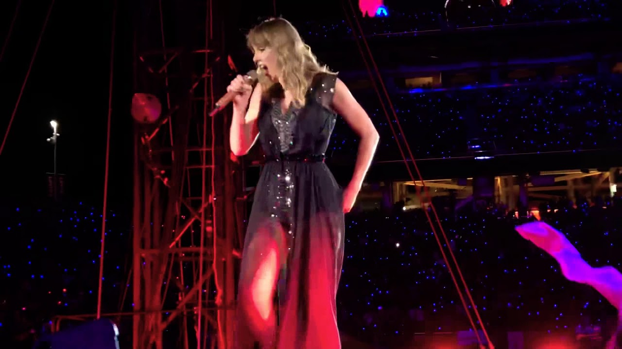 taylor swift dress live reputation live stadium tour