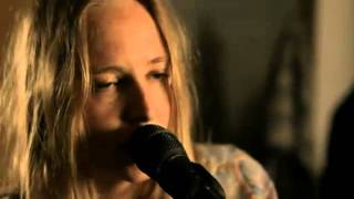 Смотреть клип Lissie - Nothing Else Matters