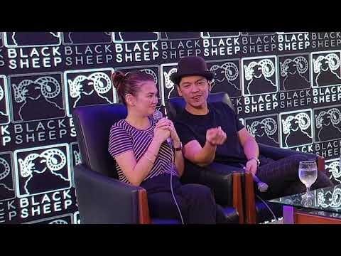 Carlo Aquino biglang nadistract habang nagsasalita si Angelica sa blogcon