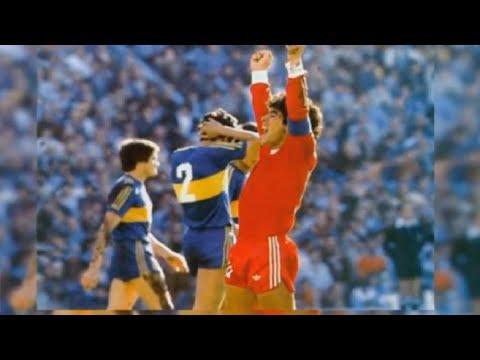 """El día que el """"Gordito"""" Maradona le tapó la boca al Loco Gatti y le anotó 4 goles"""