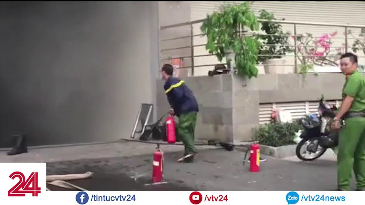 Ngọn lửa bùng lên dữ dội tại Block B tòa chung cư Carina Plaza – Tin Tức VTV24