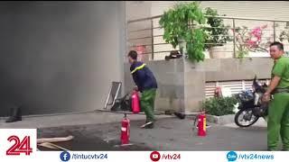 Ngọn lửa bùng lên dữ dội tại Block B tòa chung cư Carina Plaza | VTV24