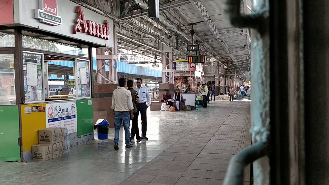 how to reach bandra terminus from pune
