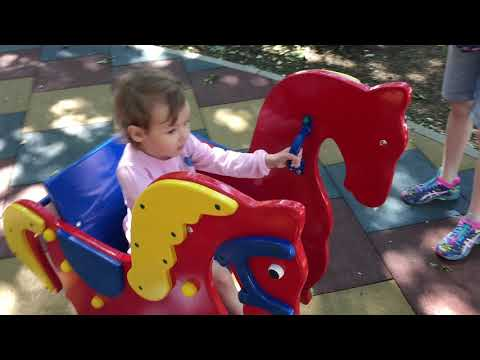 Соня обкатывает детскую площадку Лукоморье
