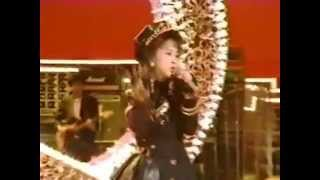 早知子体調画悪く、相田翔子 一人で出演してこの曲を歌った。 珍しいバ...