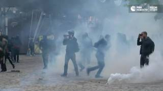 Акция против Ле Пен в Париже