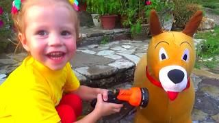 Играем с игрушечным Максом и лечим ему лапку Видео для детей и малышей Распаковка набора
