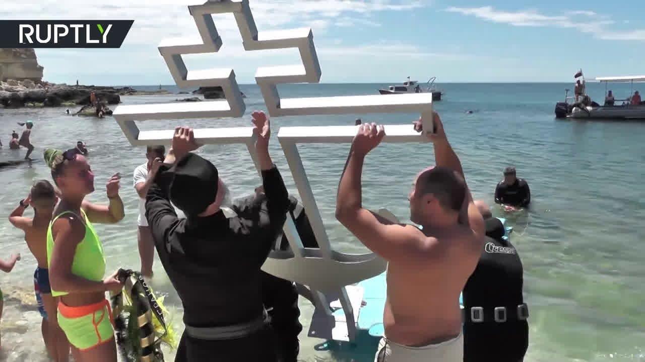 На дне Чёрного моря установили поклонный крест в память о героях обороны Севастополя