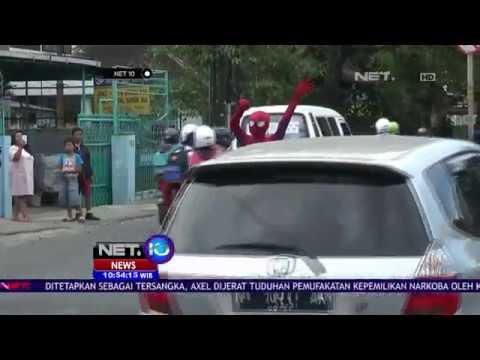 Atur Lalu Lintas dengan Kostum Spiderman - NET10