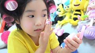 Boram joue avec un fourgon de crème glacée