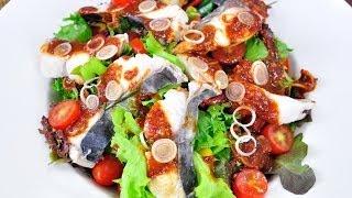 สลัดปลาราดซอสต้มยำ Thai Fish Salad With Tom Yum Sauce (เมนูไมโครเวฟ)