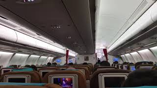 Suasana di dalam pesawat Garuda Indonesia