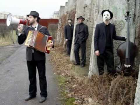 Daniel Kahn & The Painted Bird - Unter Di Khurves Fun Poyln