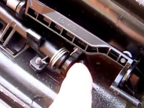 Citroen c4 gran picasso riparare il portellino cassetto del cruscotto youtube - Smontare maniglia porta ...