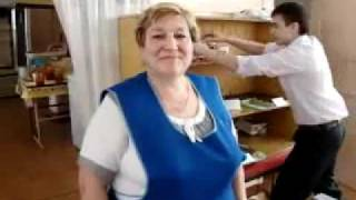 Видео приколы на frominternet.ru - Тётя Люба и школота