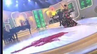 Laura Maria Larrea- Capote de grana y oro