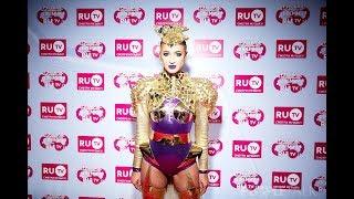 Ведущие обсмеяли Бузова как могли на премии RU.TV 2018