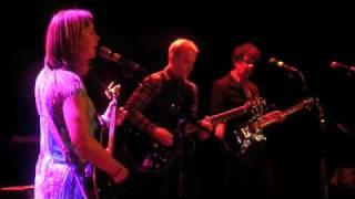 "The Vaselines covering Divine's ""You Think You're a Man"" live at Mu..."